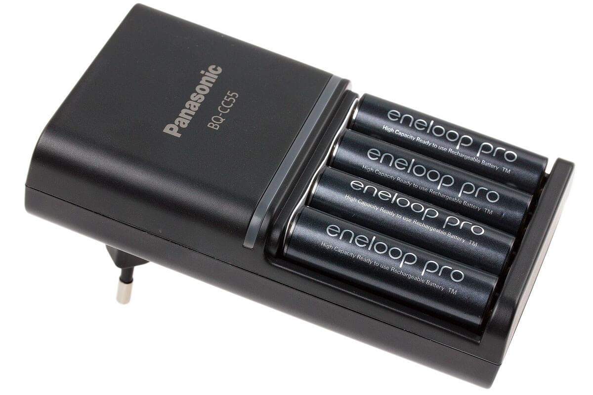 USB matkalaturi ja AA akkuparistot Panasonic Eneloop BQ